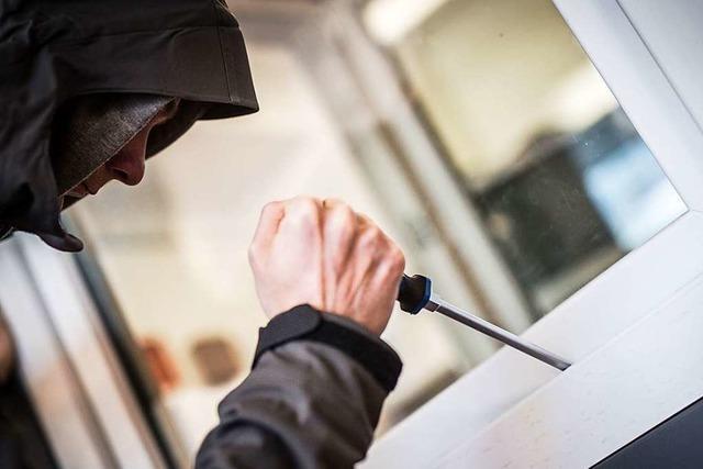 Polizei ermittelt nach Wohnungseinbrüchen am Wochenende in Freiburg und im Umland