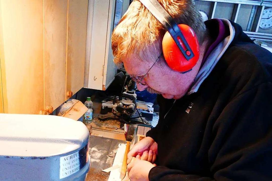 Vier Minuten braucht Kurt Wassmer, um eine Scheibe herzustellen.  | Foto: GEraldine Friedrich