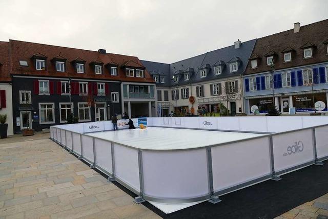 Eisbahn und Wintermarkt in Breisach