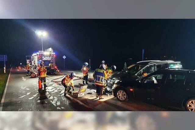 Nach einem Autounfall auf der Vörstetter Straße kommen sieben Menschen ins Krankenhaus