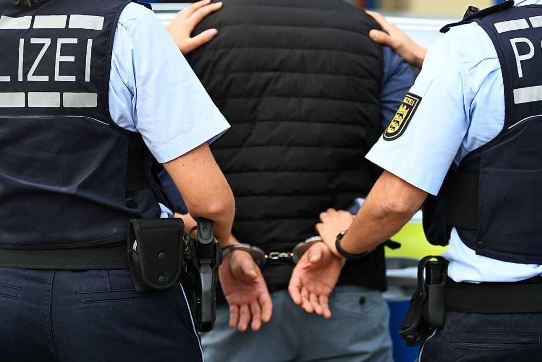 Es wurde Haftbefehl erlassen. (Symbolbild)  | Foto: Jonas Hirt