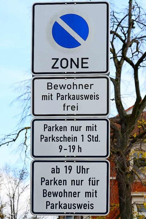 Im Freiburger Sedanquartier ist Parken...ise für Bewohner bald kräftig steigen.  | Foto: Ingo Schneider
