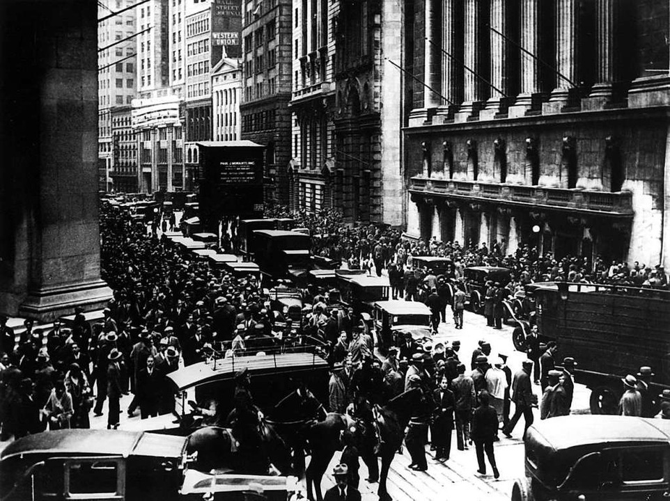 Aktionäre vor der New Yorker Börse am ...20; im vergangenen Jahrhundert abrupt.    Foto: dpa (dpa)
