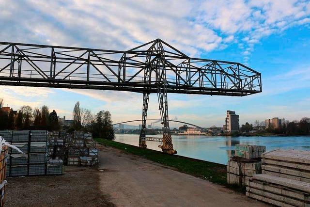 120 Tonnen schwerer Portalkran steht nun in Weil am Rhein