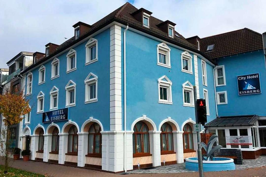Aus dem City Hotel ist das Hotel Eisberg geworden.  | Foto: Mark Alexander