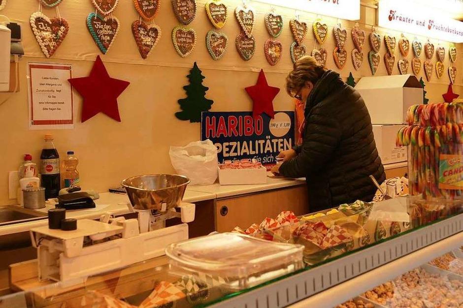 Süßes bietet unter anderem ein Marktbeschicker aus Engen. (Foto: Victoria Langelott)