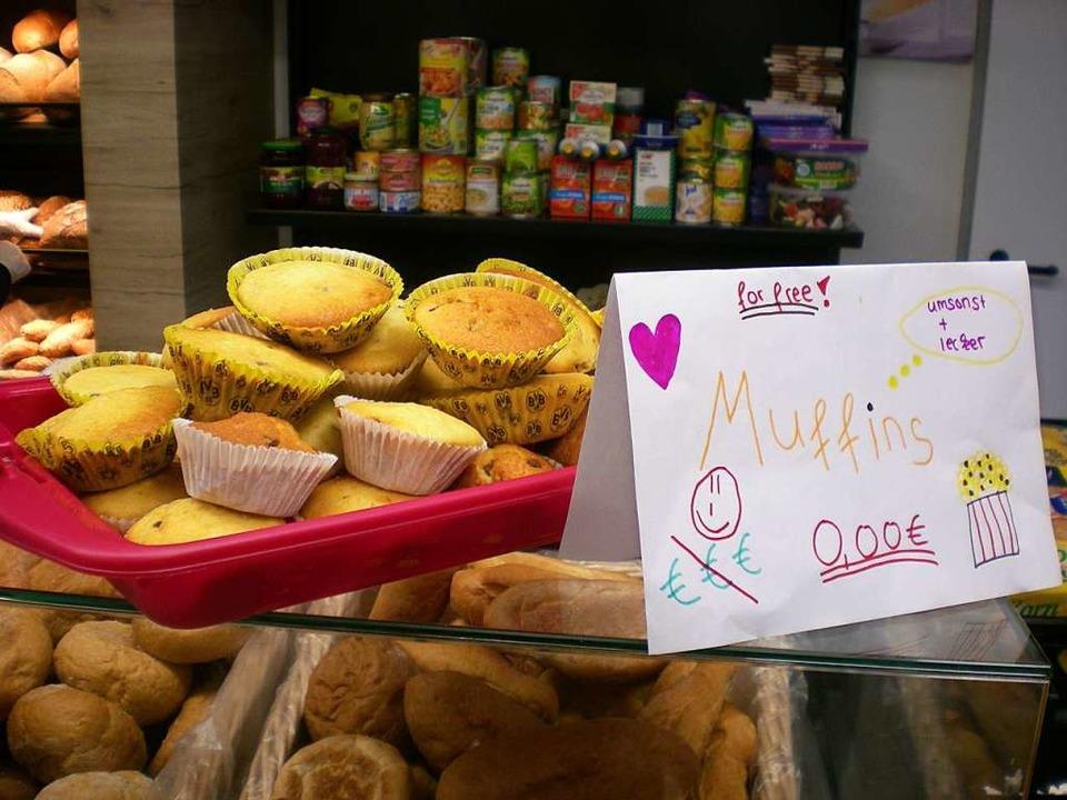 Schüler haben Muffins gebacken, von de... Tafelladen kostenlos bedienen konnte.  | Foto: Danielle Hirschberger