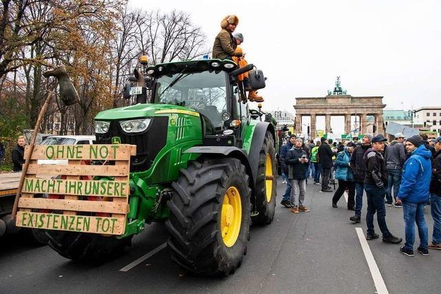 Mit dem Traktor von Freiburg-Opfingen zur Bauern-Demo in Berlin