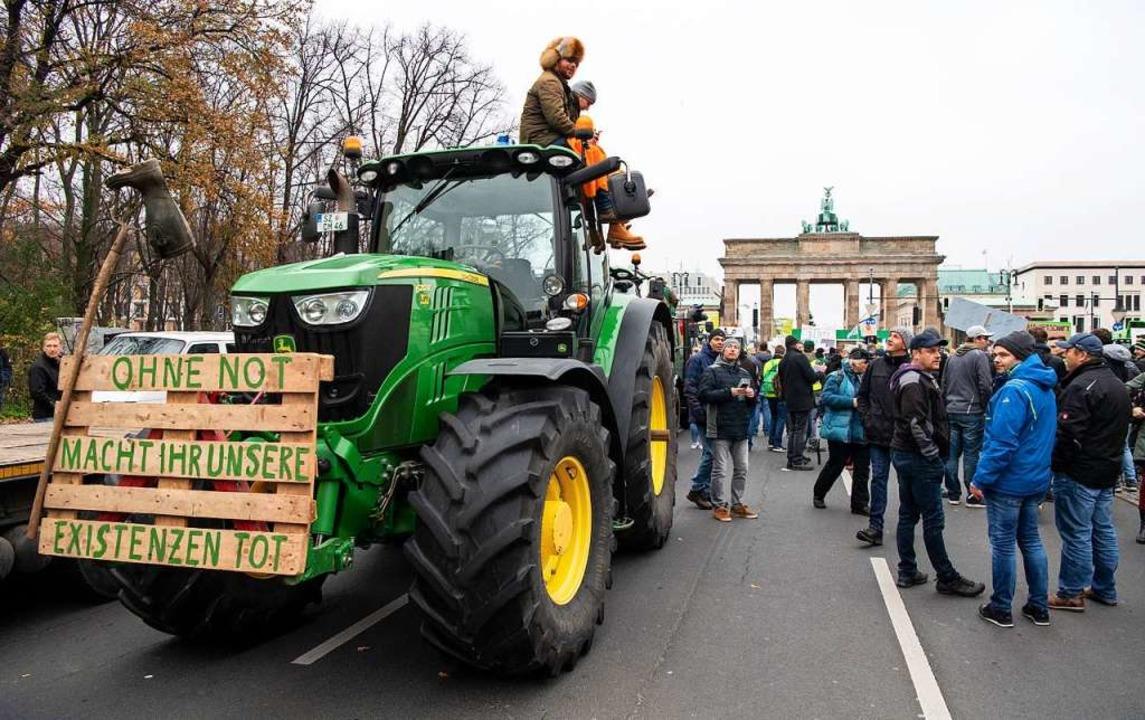 Bauer-Power: Aus dem ganzen Bundesgebi...r Sternfahrt nach Berlin aufgebrochen.  | Foto: Bernd von Jutrczenka (dpa)