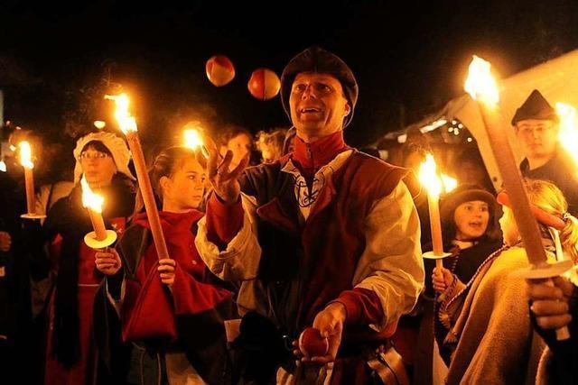Gaukler, Ritter, Falkner bei der historischen Bauernweihnacht