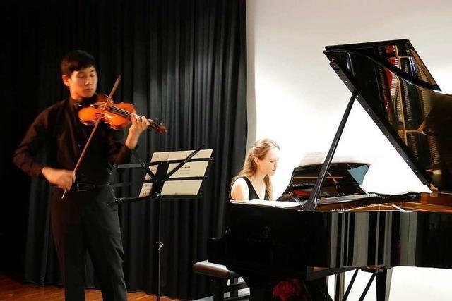 Ausgiebiger Beifall für Gabriela Fahnenstiel und Lorenz Chen in Laufenburg