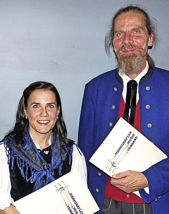 Die Musik der Trachtenkapelle kam beim... Markus Weiser wurden  geehrt (links).  | Foto: Claudia Bachmann-Goronzy
