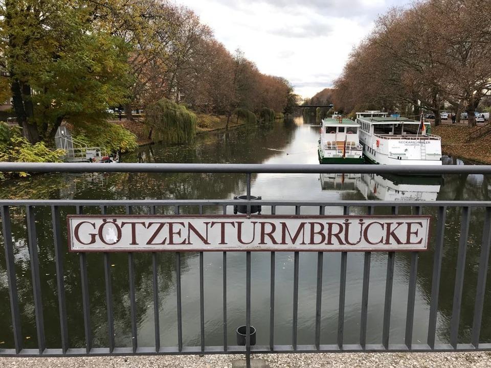 Im Bereich der Götzenturmbrücke in Hei...ch im Wasser versenkten Beweismitteln.  | Foto: Adrian Hoffmann