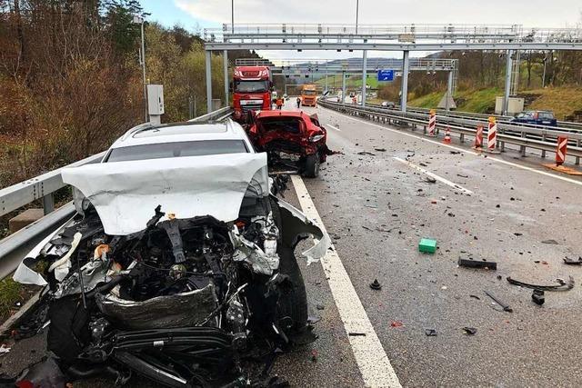 SUV-Fahrer verursacht Unfall mit drei Toten vor dem Bözbergtunnel