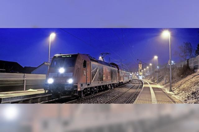 Eisenbahnkalender mit Zügen am Oberrhein