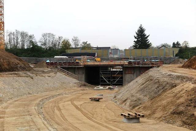 Rundgang auf der Baustelle des Landesgartenschaugeländes in Neuenburg