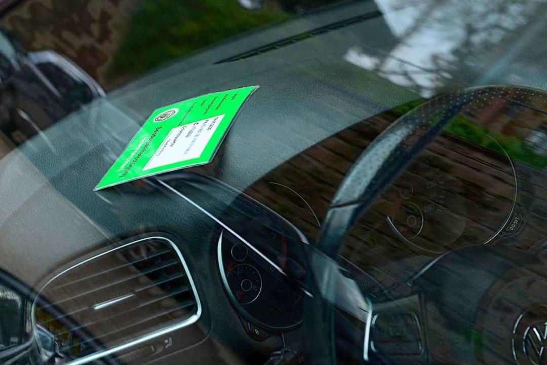 Kostet  bald mehr: die Anwohnerparkberechtigung  | Foto: Ingo Schneider