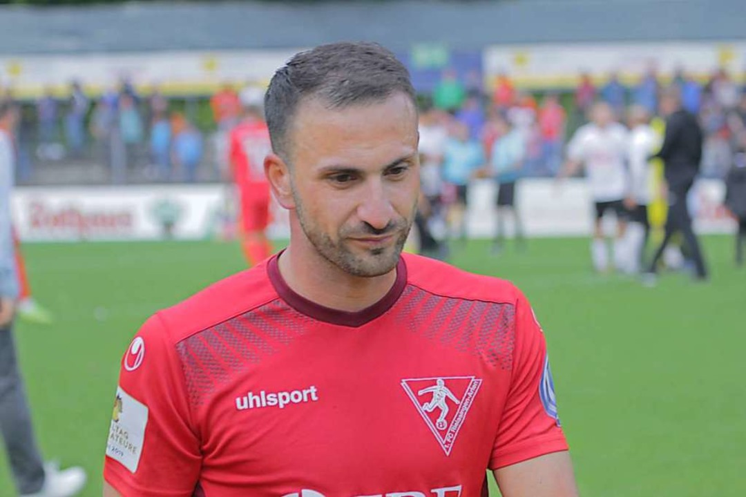 Nedzad Plavci war früher Leistungsträg...r den FC Rielasingen seine Kickschuhe.  | Foto: Lukas Karrer