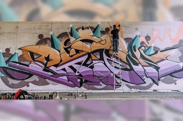 Graffiti ziert Unterführung