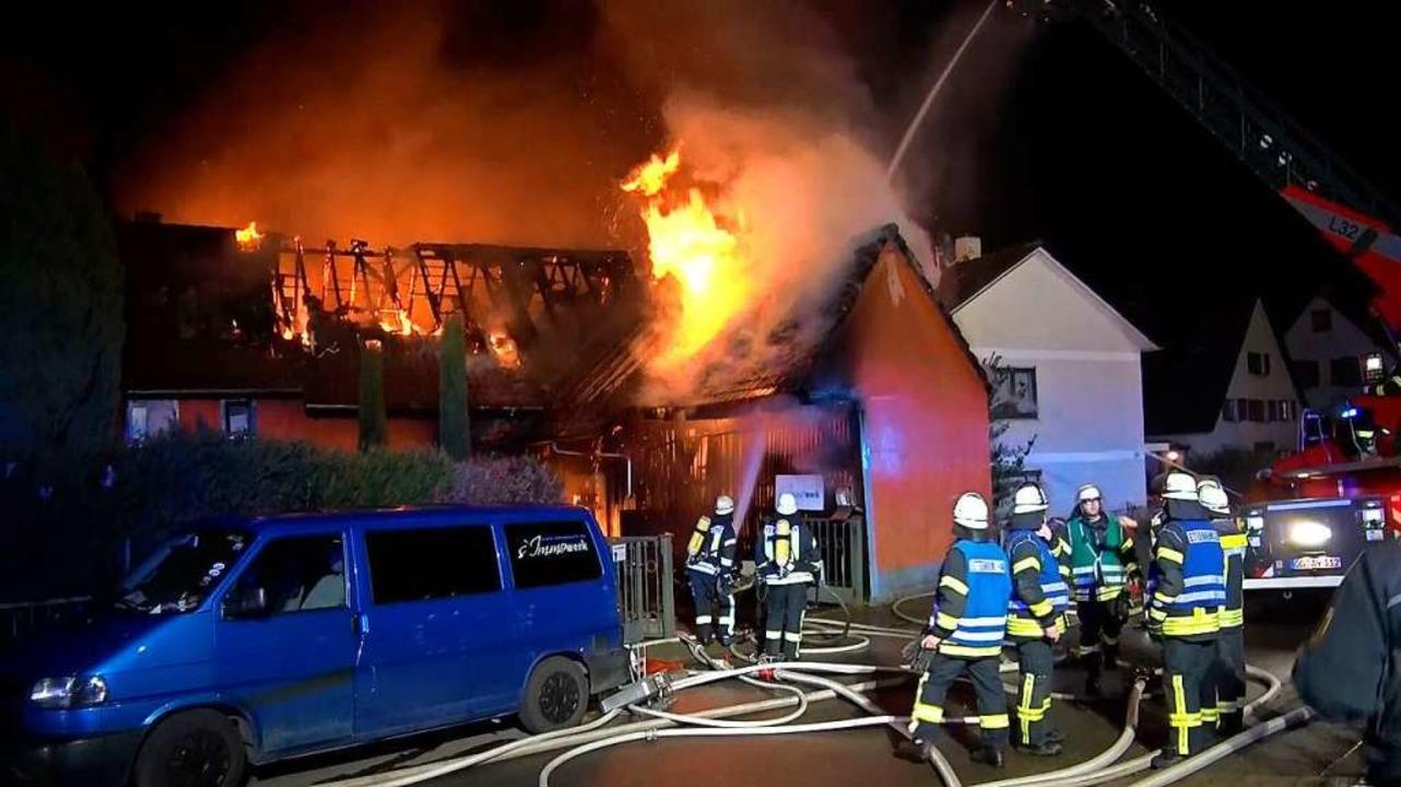 Großeinsatz für die Ettenheimer Feuerw...in Haus und eine Scheune brannten aus.  | Foto: Wolfgang Künstle