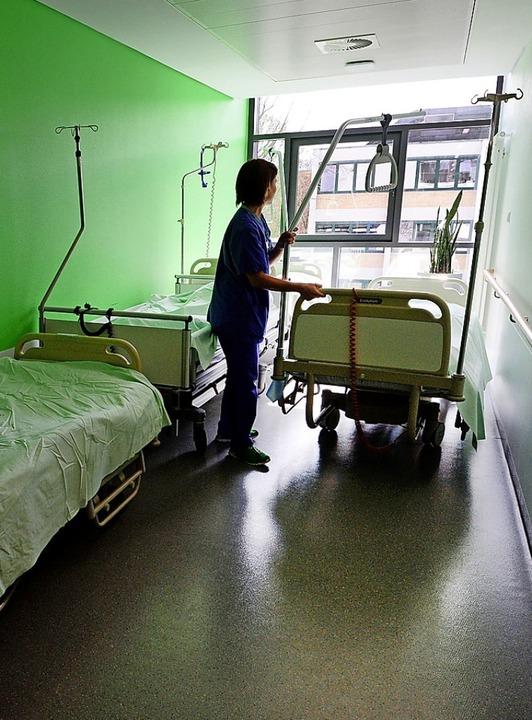 Ohne Pflegepresonal läuft es im Krankenhaus nicht.  | Foto: Patrick Seeger (dpa)