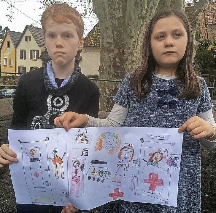 Die beiden malten zum Recht auf ärztli...rgung: Nico Wieber und Josephine Burg.  | Foto: Privat