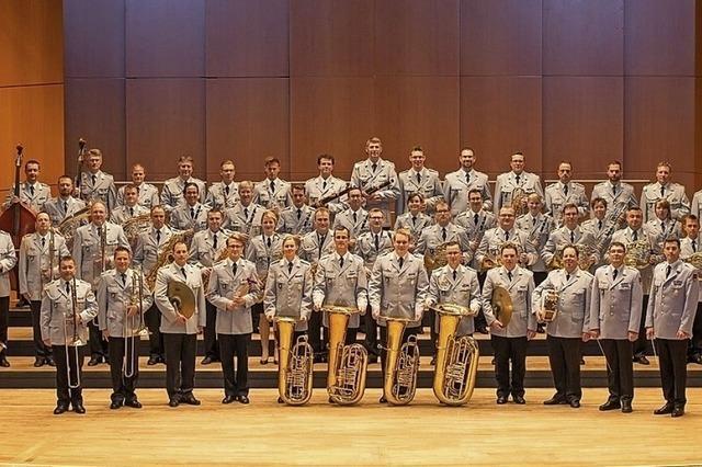 Heeresmusikkorps Ulm und der Musique de l'Arme Blindée Cavalerie aus Metz (F) in Badenweiler
