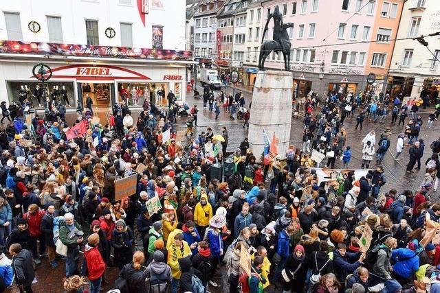 Video: Tausende Menschen beteiligen sich an Fridays for Future in Freiburg