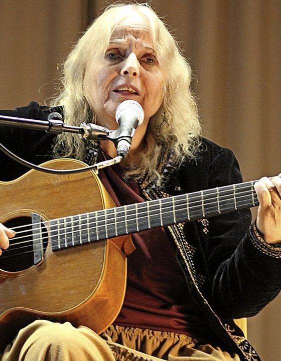 Die Liedermacherin Roswitha Dold in St. Peter.   | Foto: Erich Krieger