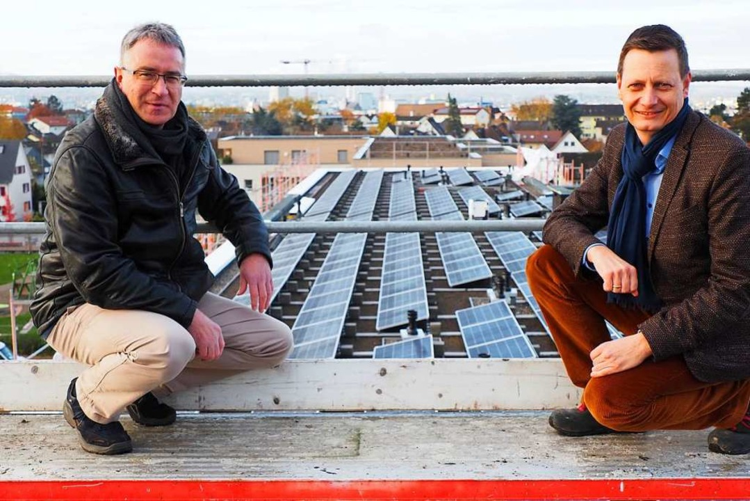 Große Photovoltaikanlagen, wie die auf...Andreas Heiler von der Woge überzeugt.  | Foto: Herbert Frey