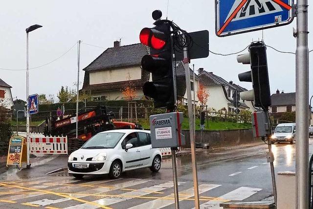 Baustelle, an der niemand arbeitet, sorgt für Stau in Haltingen