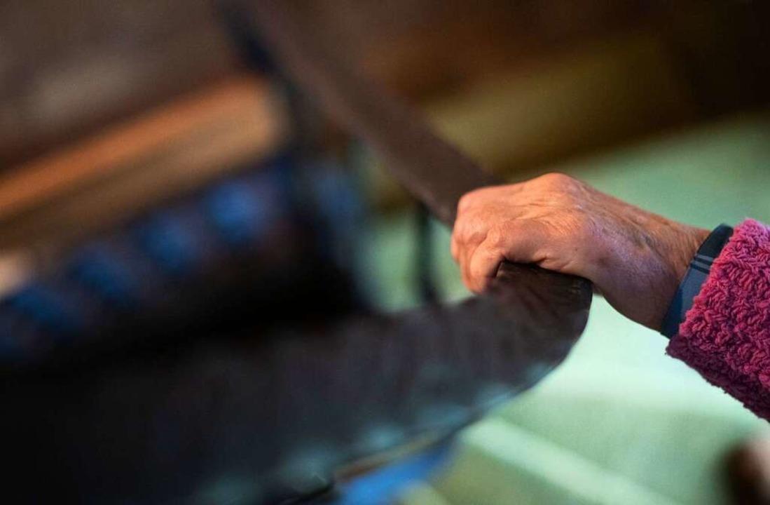Senioren zahlen 63 Prozent des Einkommens für Miete.  | Foto: Nicolas Armer (dpa)