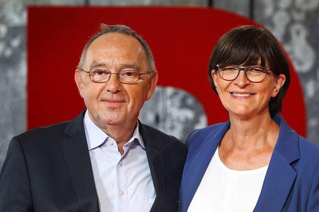 Die neue Doppelspitze der SPD: Norbert Walter-Borjans und Saskia Esken.  | Foto: DANIEL ROLAND (AFP)