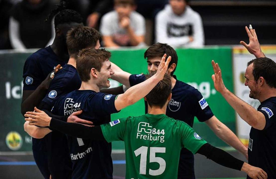 Am Ende konnten die Freiburger Spieler...e einen erfolgreichen Einstand feiern.    Foto: Patrick Seeger