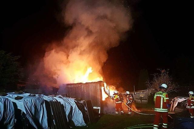Gartenhütte beim Zoll in Bad Säckingen geht in Flammen auf