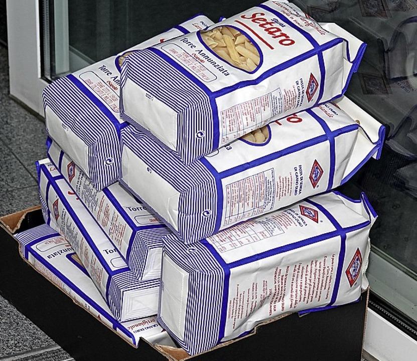 15 verschiedene Sorten Pasta Setaro  standen zum Verkauf.  | Foto: Dieter Erggelet