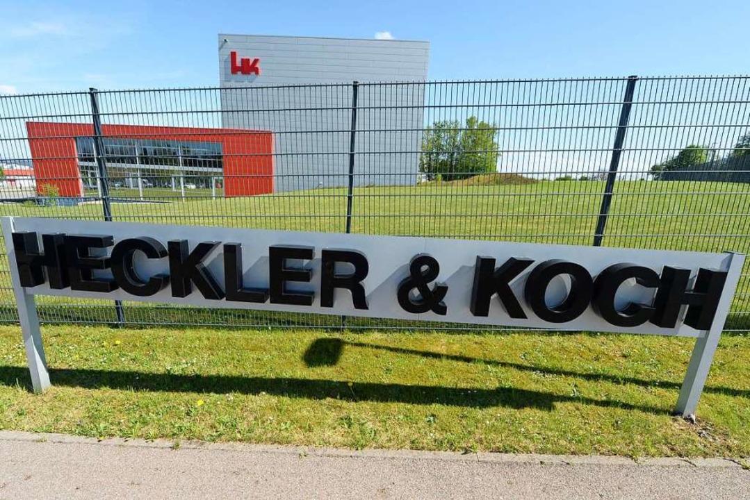 Normalerweise dringen wenig Informatio...außen: die Firmenzentrale in Oberndorf  | Foto: Bernd Weissbrod (dpa)
