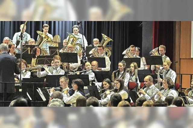 Mit Stadtmusik Neustadt und Jugendkapelle in Titisee-Neustadt
