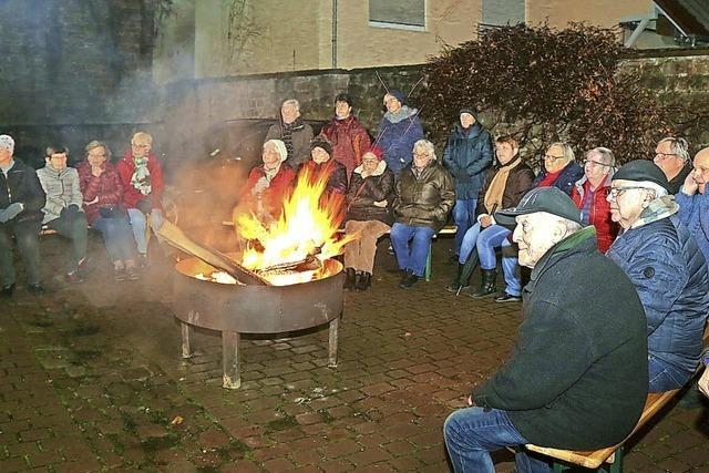 Adventsfeuer im Rathaushof