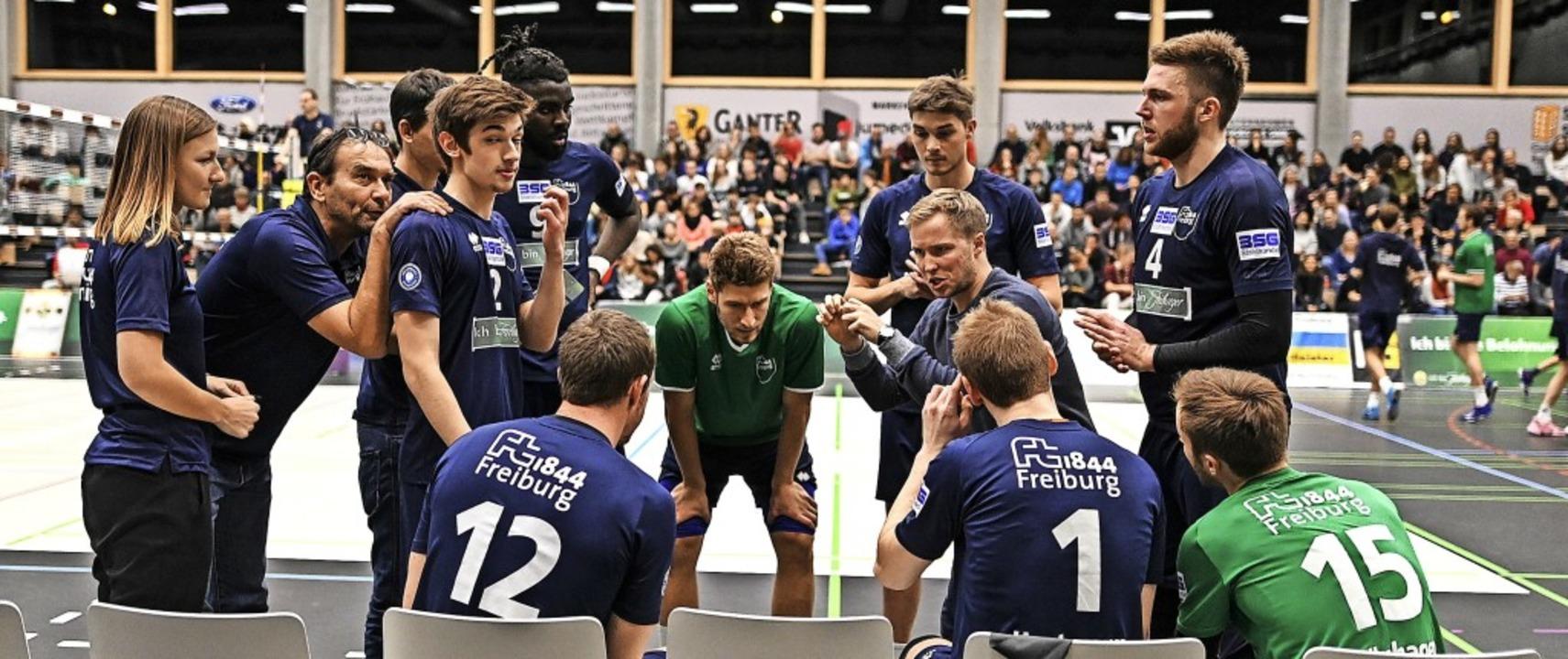 Für FT-Trainer Jakob Schönhagen (Viert...ftel viel mit seinem Team zu bereden.   | Foto: Patrick Seeger