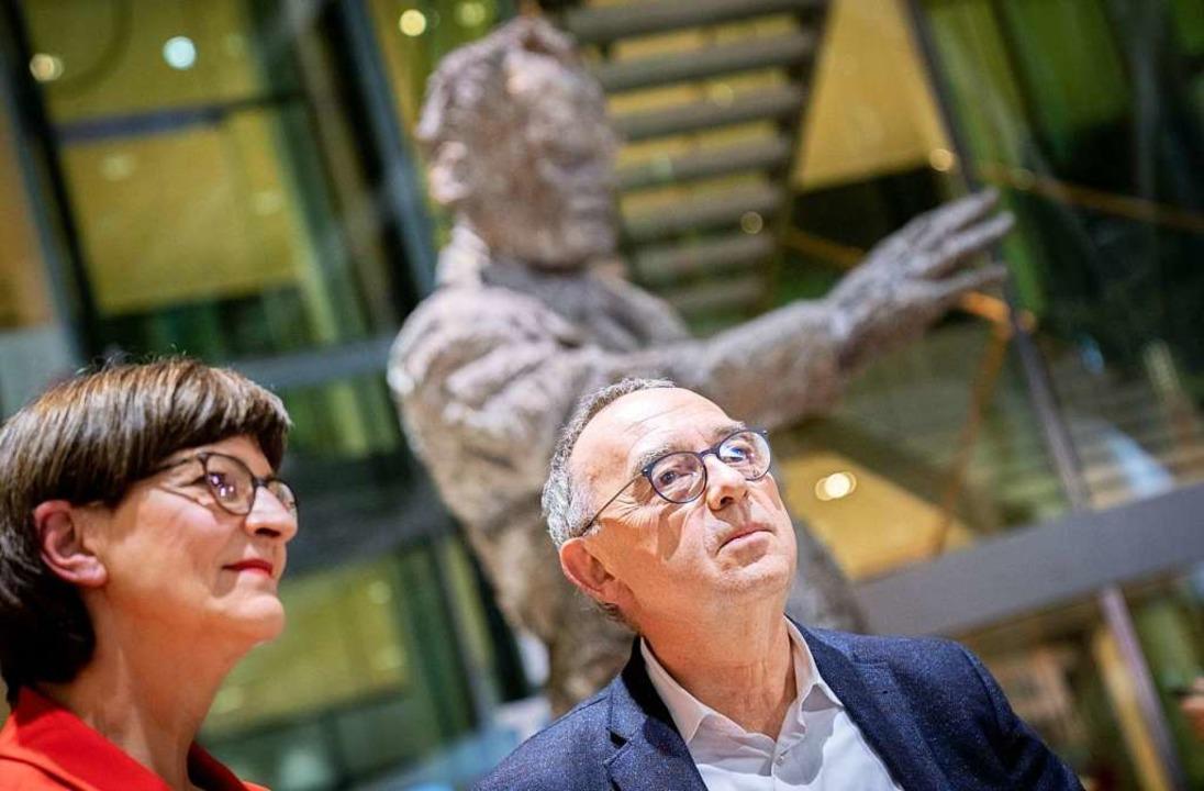 Norbert Walter-Borjans und Saskia Esken.  | Foto: Kay Nietfeld (dpa)
