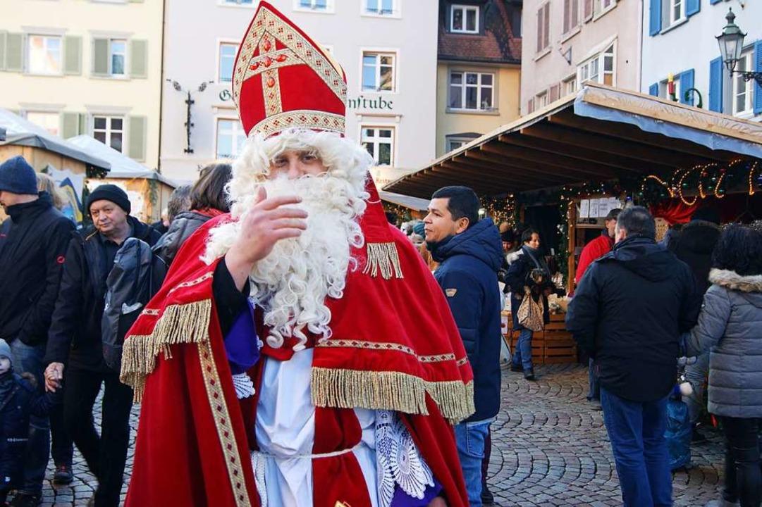 Auch der Nikolaus war auf dem Bad Säckinger Weihnachtsmarkt anzutreffen.  | Foto: Maria Schlageter