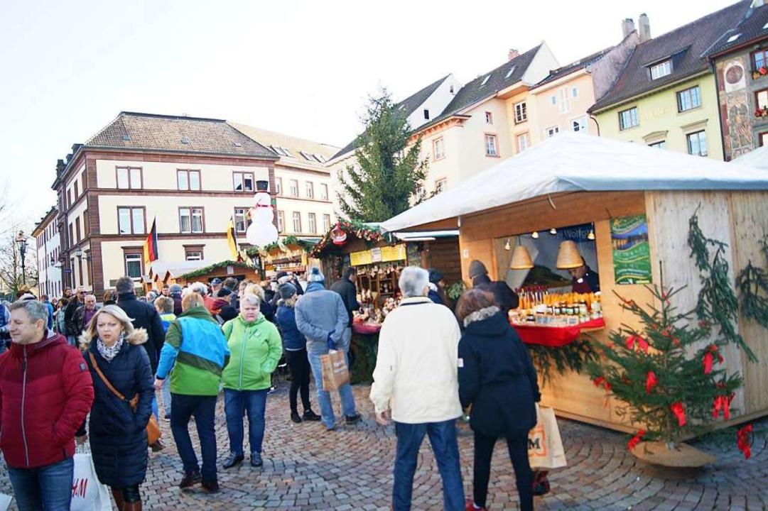 Langsam füllten sich am Samstagnachmit...en auf dem Bad Säckinger Münsterplatz.  | Foto: Maria Schlageter