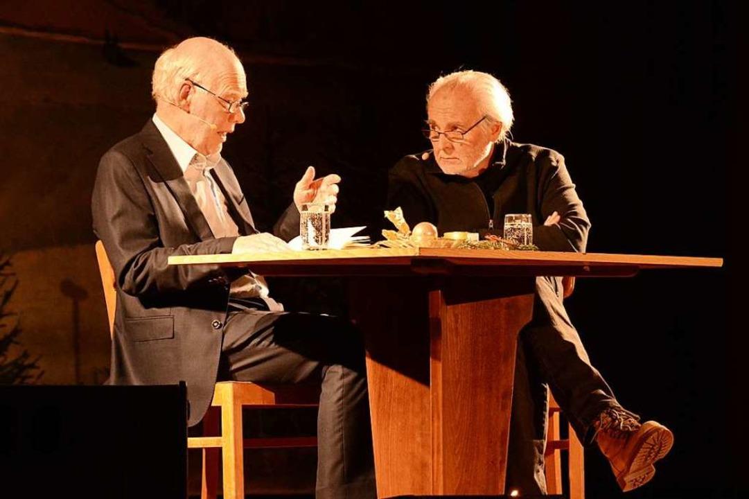 Autor Lukas Hartmann (links) im Gespräch mit Moderator Gerwig Epkes.  | Foto: Annette Mahro