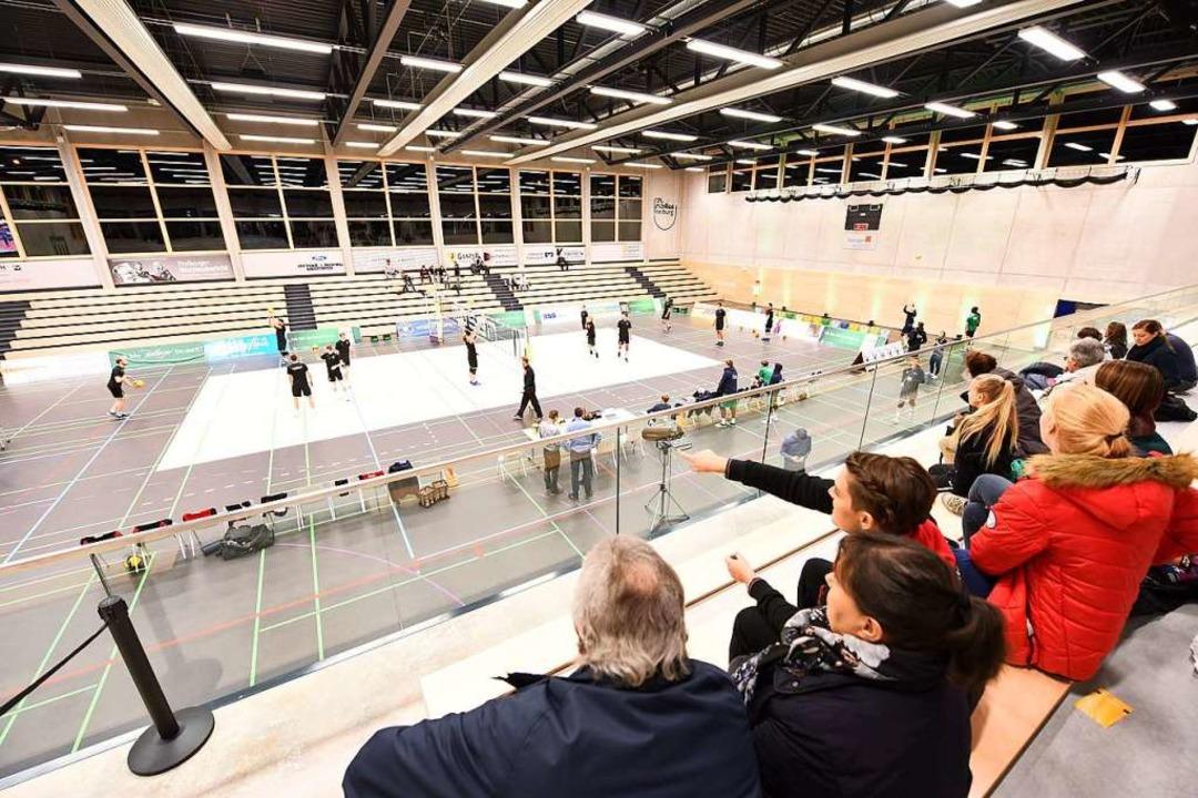 1000 Plätze bieten zwei Tribünen zusammen.  | Foto: Rita Eggstein