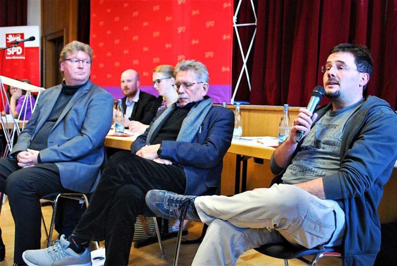 Guido Burkhardt, Robert Blum und Rolf ...renz   über die Versorgung im Notfall.  | Foto: Thomas Loisl Mink