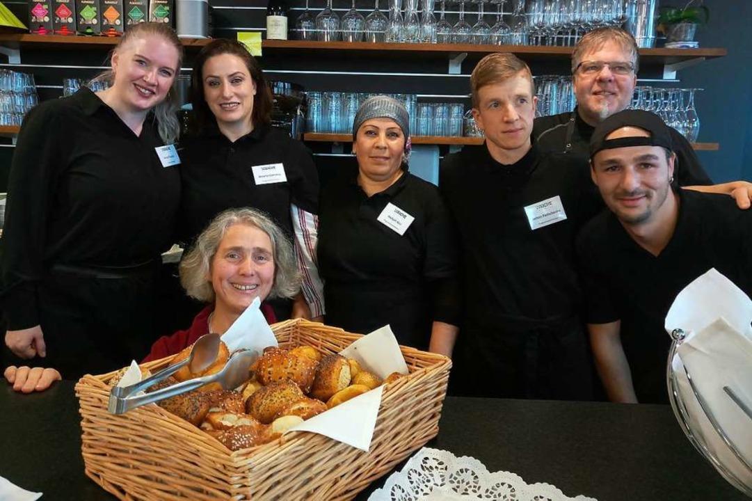 Das Team im Trainingsrestaurant Weiche...epte dafür bringen die Teilnehmer mit.  | Foto: Katja Russhardt