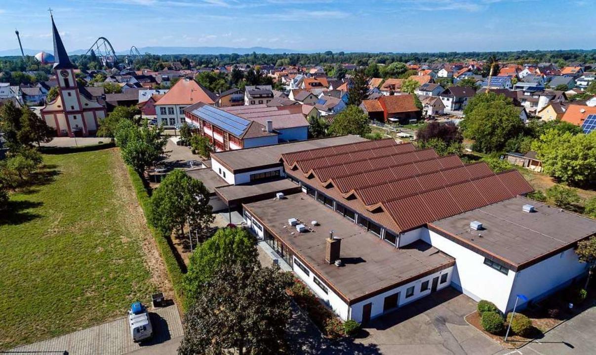 Wenn die neue Halle steht, soll die be...iterungsbau für die  Schule entstehen.  | Foto: Bernhard Rein