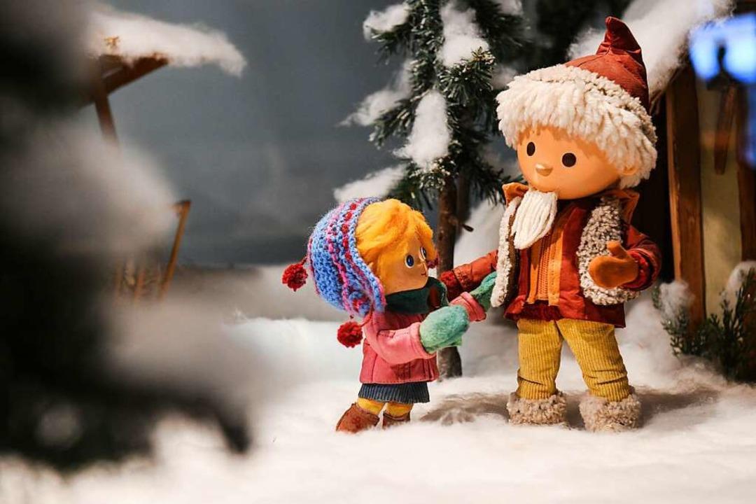 Requisiten und Puppen aus einer Sandma...t  im Filmmuseum Potsdam zu sehen ist.    Foto: Julian Stähle (dpa)