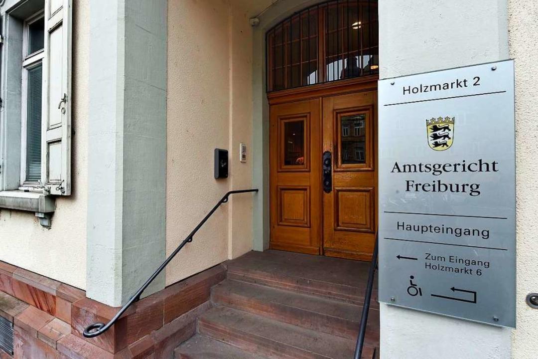 Zu einer Geldstrafe wurde am Freiburge...einen Handelsvertreter verletzt haben.  | Foto: Thomas Kunz